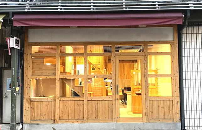 <p><b>這間素食便利店跟普通的便利店差不多,都會提供便當,飯糰之類。</b></p>