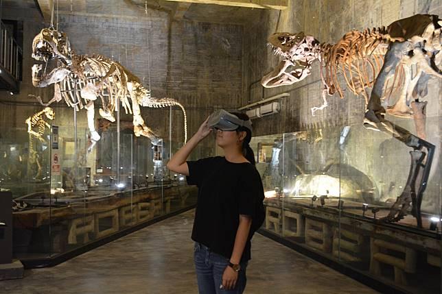 6800萬年暴龍化石搭配VR實境體驗蠻荒生態